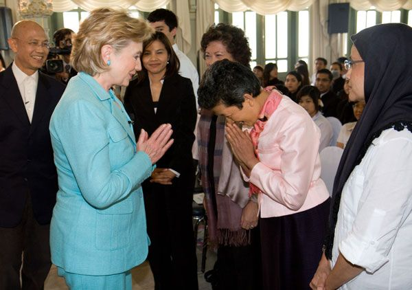 Secretary Clinton is greeted with a Thai 'wai' by Tuenjai Deetes, Founder and Advisor of the Hill Areas Development Foundation after the interview(Photo State Dept. )