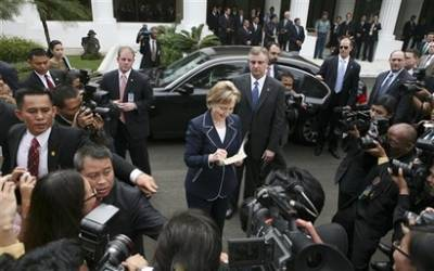 2_19_09_Clinton_After_IndonesianPres_SignsBook_AP